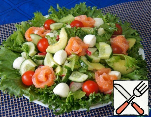 Salad with Avocado, Salmon and Mozzarella Recipe