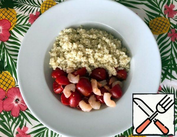 """Wash the quinoa in a fine strainer under running water. Soak it for 30 minutes (up to 1 hour). Rinse in a strainer again and cook in 2/3 cup of water (you can take 1 cup, and drain the excess water after cooking) for 12-15 minutes on low heat. Peel the onion (1 small onion or half a medium one) and 1 clove of garlic. I wash the tomatoes, peeled onion and garlic. Thaw the sea buckthorn, if it is frozen. My sea buckthorn, if used fresh.Note: If raw shrimps are used, the amount should be increased. In this case, the cooking time of the dish will increase, since the presented recipe uses boiled frozen shrimp. For cooking shrimp - follow the instructions on the package. Tomatoes can be used and large, however, small-give a more festive look.Chop the garlic on a fine grater or use a garlic press. Finely chop the onion. Cut the tomatoes in half. Add soy sauce, sea buckthorn juice and oil. Thaw boiled shrimps or boil raw shrimps. We clean them from the shell and the """"intestinal vein"""". We wash them with cool boiled water. Marinate the shrimp in the prepared """"salad sauce"""" for an hour (or several hours, if necessary) in the refrigerator."""