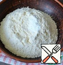 Sift the flour and mix with the baking powder.