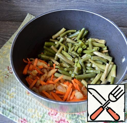Add the green beans, stir, and fry for 5 minutes.
