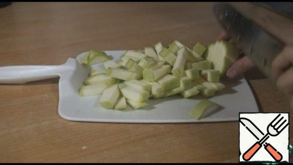 We take young zucchini, we do not remove the skin. Mine, cut into thick strips.