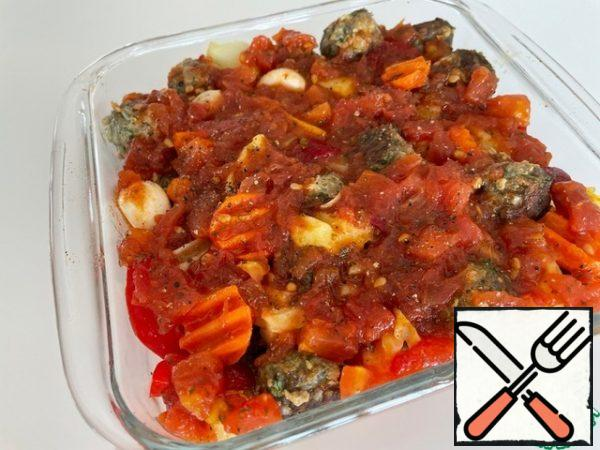 Pour the tomato sauce and put it in the oven for 25 minutes at 180 degrees. This number of products is placed in the form 18*18. Bon Appetit!