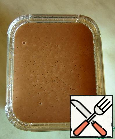 Pour into molds. Cover it. In a deep baking tray, pour water and heat the oven to 175 degrees. We send our liver mass there for 1 hour.