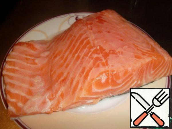 Wash the fish, dry it with a paper towel, salt and pour lime juice. We set aside until necessary...