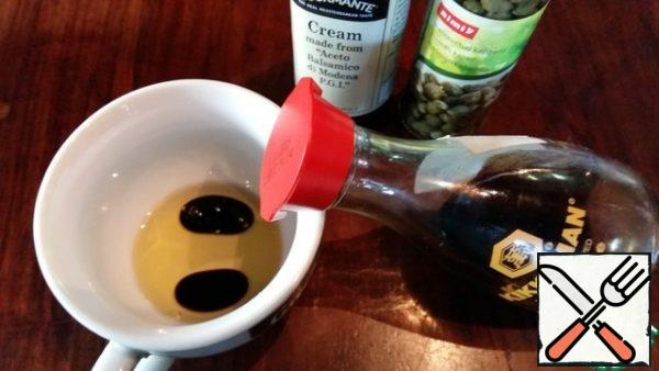 Mix vegetable oil with soy sauce, balsamic cream and garlic.