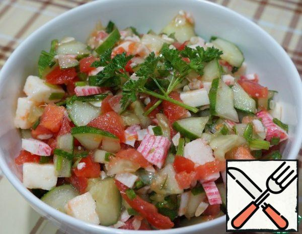 1 First, cut the vegetables. I'll start with a cucumber. Choose the size according to your taste. Some people like big pieces, some like small ones. 2 Then cut the tomato. 3 Cut the crab sticks. 4 We cut the Adyghe cheese into small cubes.