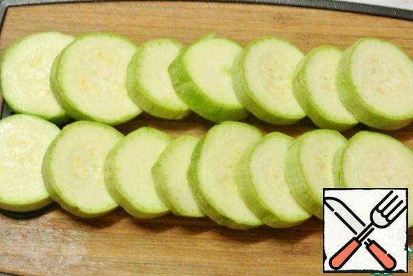Cut the zucchini into circles.