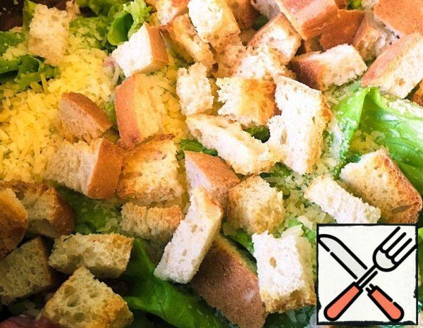Cut the chicken into cubes and fry for 20 minutes with salt and pepper. While the chicken is fried, we cut wheat bread 1*1cm, salt it and send it to the oven for 18-20 minutes at 200 degrees.