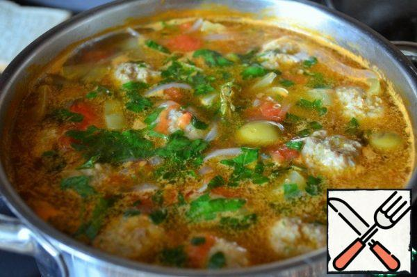 Add the chopped parsley, let it boil and remove from the heat. Close the lid and let it brew for 10 minutes.