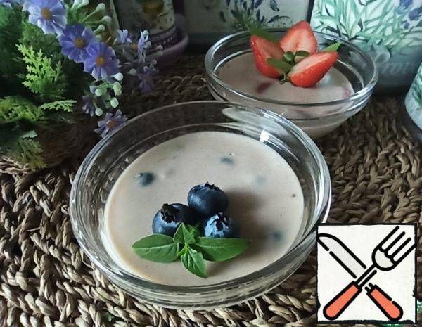 Delicate Chocolate-Banana Dessert with Berries Recipe