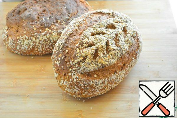"""If desired, make incisions with a knife or blade before baking.Bake at a temperature of 160-180°With about 40 minutes. The readiness of the bread is determined by the knock: You need to tap on the crust, if it makes a dull sound, then the bread is ready.The recipe for this bread I met in the book by Peter Reinhart """"The baker's Apprentice"""". There it is called """"Extraordinary multi-grain bread"""". And on the Internet I met this recipe with a description of the history of the origin of bread under the name """"Struan"""". I made some changes in the technology in the recipe. Namely: instead of cane sugar, I used molasses, which made my bread darker. And more: Peter Reinhart's recipe for this amount of flour suggests putting 1.5 tbsp. l. of dry yeast and the fermentation time of the dough is only 1.5 hours, and then 1.5 hours of proofing the loaves. I do not like fast fermentation, so I allowed myself to reduce the amount of yeast by 4 times and increased the fermentation time of the dough according to the classic bread technology. Such a mature dough has a bread taste. And I don't think that the girls in Old Scotland used fast yeast, where can they come from there. Previously, bread dough always fermented for a long time. So let's keep the traditions."""