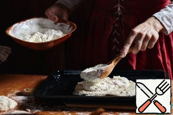 Put a spoonful of cottage cheese filling