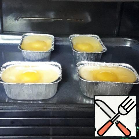 Bake in a preheated 200 gr. oven for about 15-20 minutes.