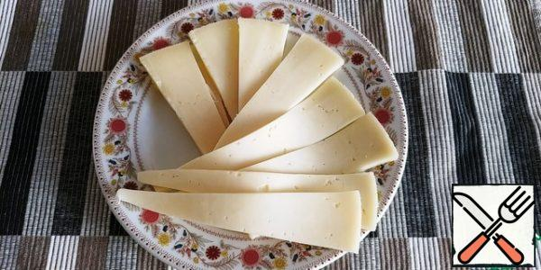 Thinly slice the cheese (the author has smoked cheese). I went to the store specifically for it, and, of course, returned without it))) well, that's fine!