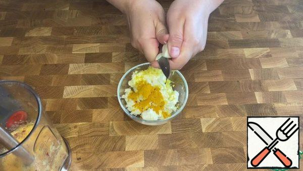 Add lemon zest, turmeric and garlic to the butter.