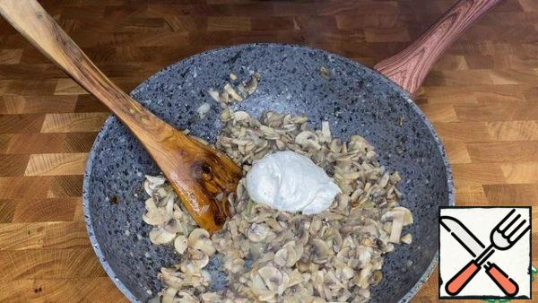 Add this mixture to the hot mushrooms.