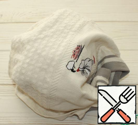 Wrap the kettle with a towel in several layers and let it brew for 15-20 minutes.