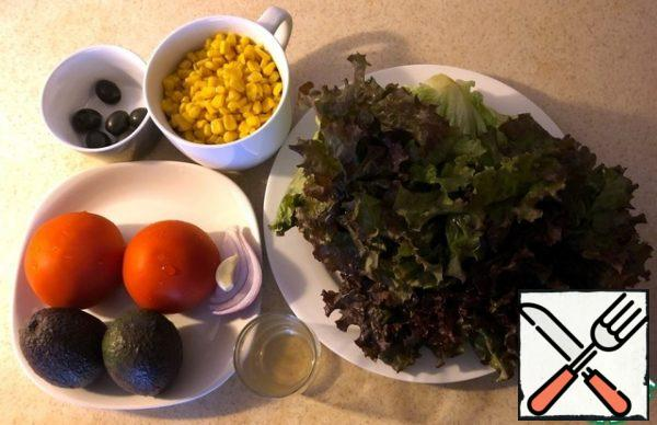 I wash tomatoes, lettuce leaves and avocado.