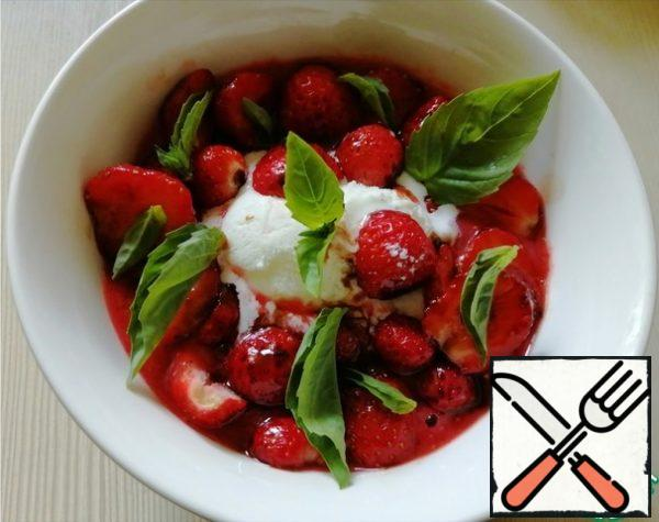 In the strawberry coolie (well, or just whipped strawberries), add a ball of ice cream, pickled berries earlier and sprinkle with basil leaves. If you are afraid to experiment with basil (although this is a classic combination in cooking, but it gives a light bitter-spicy note), you can replace it with mint leaves or do it without herbs at all. In any case, it will be very tasty! That's it! Our strawberry refreshing soup is ready! Bon Appetit!