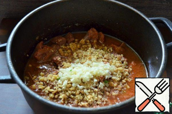 Add the nuts and garlic, honey and simmer until the meat is ready, 10-20 minutes. Add salt/sugar to taste.