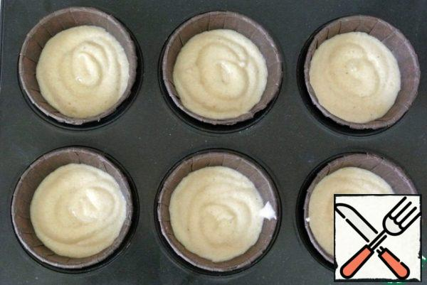 Put the dough in 7 molds for 45 grams.