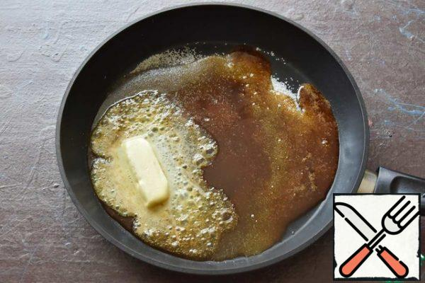 Pour sugar into the pan, put it on the fire and wait for it to completely melt and caramelize. Add the butter.