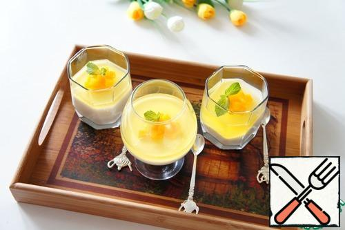 """Why does panna cotta translate as """"boiled cream""""? After all, the cream is not cooked, but only heated so that the gelatin dissolves in them.The fact is that initially the cream for dessert was really cooked, or rather languished in the oven. Fish bones were added to them. They did it without sugar, because it was expensive.Modern confectioners have improved the cooking of panna cotta and now add gelatin. And the dessert is served with different sauces and layers. Popular not only berry and chocolate, but also from alcohol. Try my recipe too. For him, I took limoncello-a fragrant liqueur, which was also invented in Italy. Lemon layer with a slight bitterness, and under it the most delicate vanilla-creamy sweetness."""
