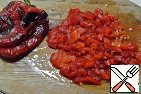 Sweet pepper bake in the oven. Put it in a plastic bag, remove the skin, cut into cubes.