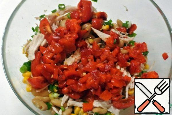 Add to the salad bowl. Mix all the products carefully, add salt and pepper. You can fill it with mayonnaise.