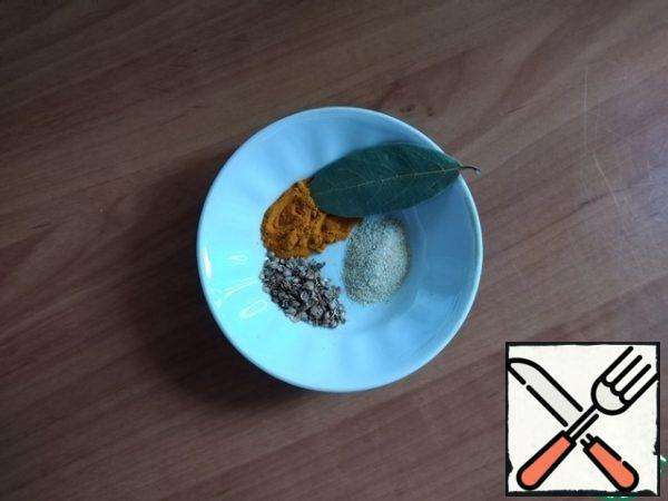 A set of spices for soup. The original recipe uses asafoetida powder. I did not have one, and on the advice, I replaced it with garlic powder.