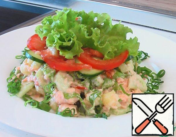Boiled chilled fish (sturgeon, sevryuga, beluga, walleye, salmon) cut into small pieces; peeled potatoes, fresh cucumber, gherkins and tomatoes cut into slices, put everything in a bowl, add chopped green salad. Before serving, lightly add salt to the products and mix with mayonnaise sauce and vinegar. Then put a slide in a salad bowl, placing beautiful leaves of green lettuce in the center of the slide, and around, in an oval, lay circles of tomatoes and cucumbers. You can decorate the salad with caviar - powdered, grainy or keto, slices of salmon, salmon, chum, sturgeon and pitted olives. In the salad, you can add onions or green onions (50 g).