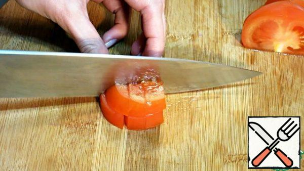Cut the tomato into a large cube.