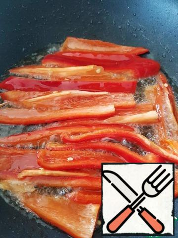 Remove the onion, fry the pepper in the same oil.