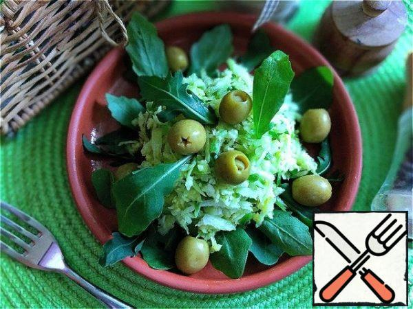 We serve it beautifully. We put arugula leaves on the bottom, grated radish on them and add olives. I have it with anchovies.