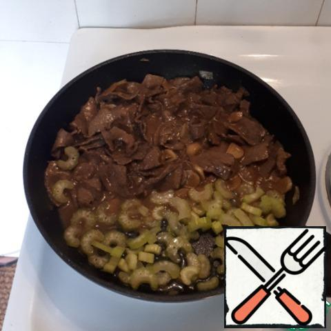 Add the chopped celery stalks to the beef, fry for 1-2 minutes.