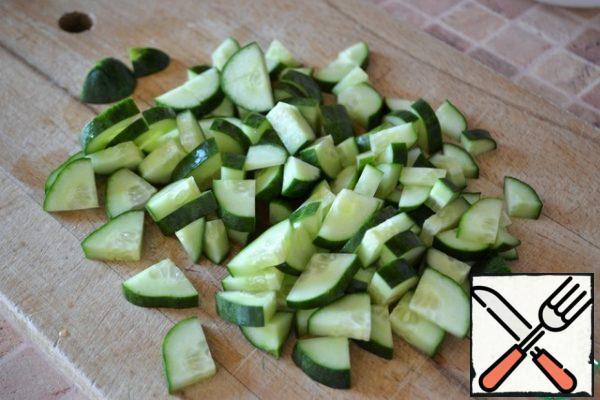 Cut the cucumbers into quarters.