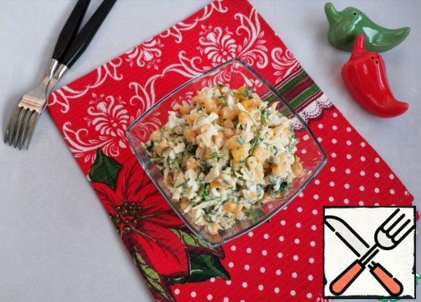 Season the salad with mayonnaise and mix. It is desirable to serve to the table immediately.