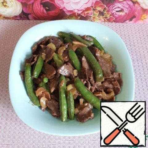 Transfer the beef and peas to a plate and serve.