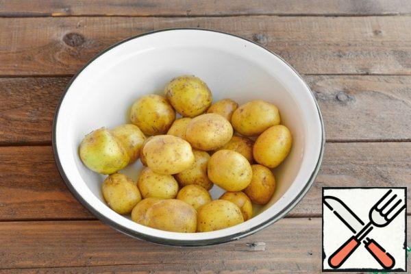 Wash the new potatoes thoroughly with a brush