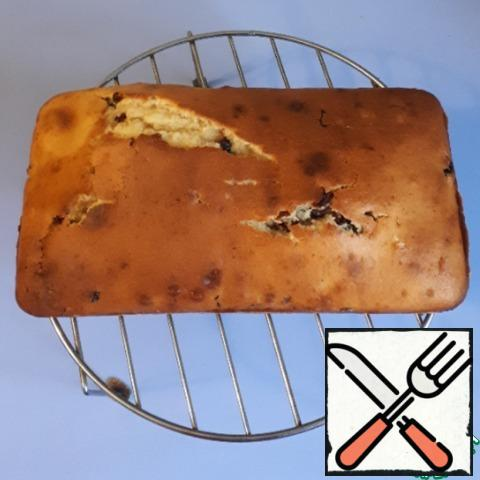 Bake the cake in the oven at t=180 degrees for 40-50 minutes. Remove from the mold and cool on the grill.