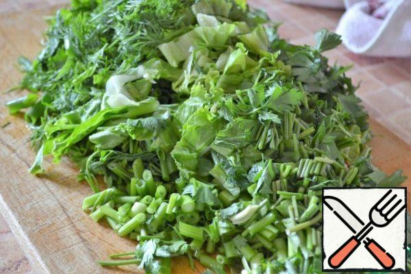 Finely chop the onion, parsley, dill and lettuce. Add to the tomatoes and mix.