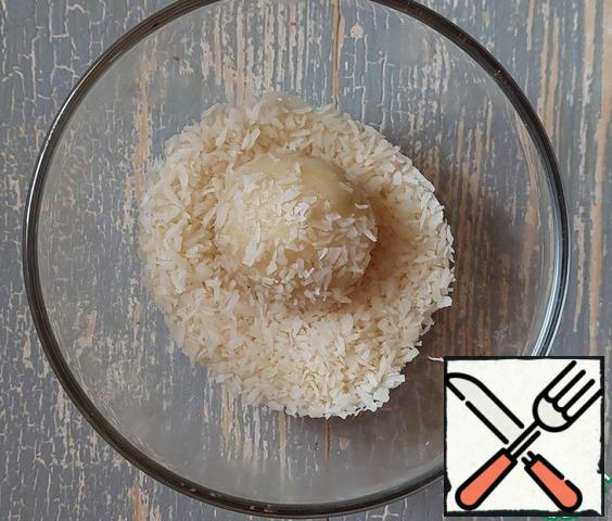 Form small balls and roll them in coconut chips.