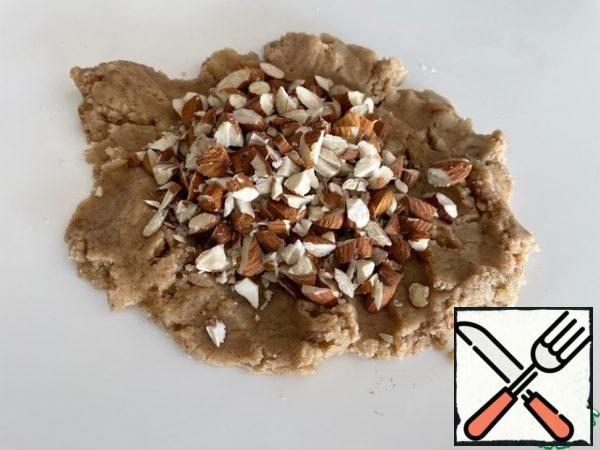 In the third part of the dough, add cinnamon and almonds.