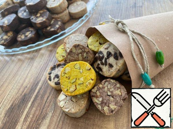 From this number of ingredients, 73 cookies turned out. The filling and its quantity are given conditionally. You can use absolutely any additives, dried fruits, poppy seeds, citrus zest. Here it is a matter of taste and imagination.
