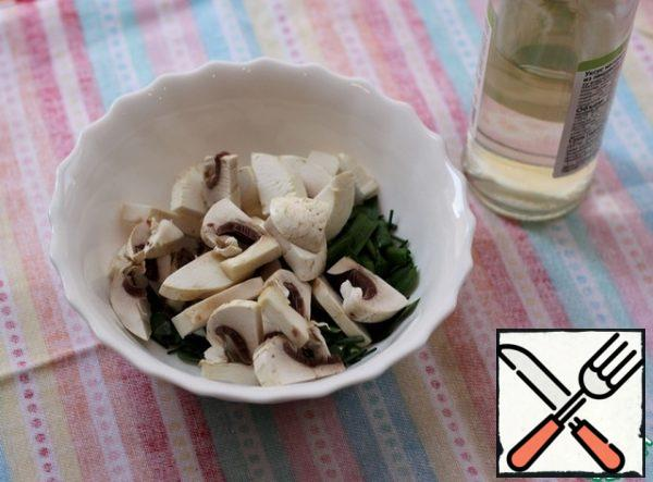 Put the mushrooms and onions in a bowl, add a teaspoon of balsamic vinegar and let it stand for literally five minutes. I added rice vinegar for sushi, it turned out very well.
