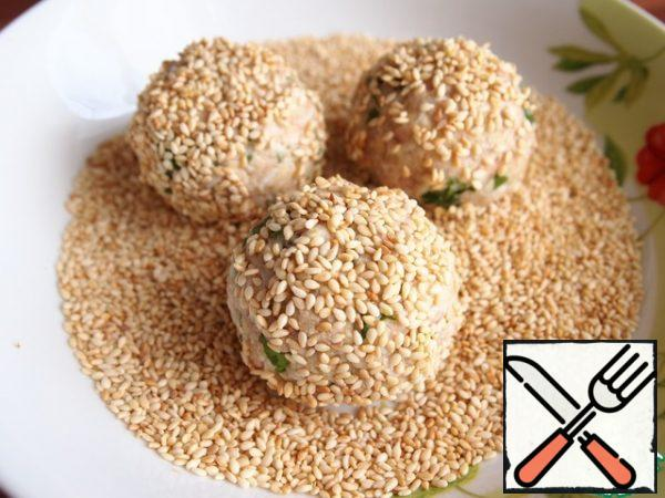 Roll the balls in sesame seeds.