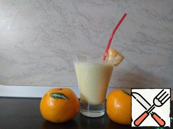 A delicious and healthy drink is ready! Children will be delighted with such a delicious dish
