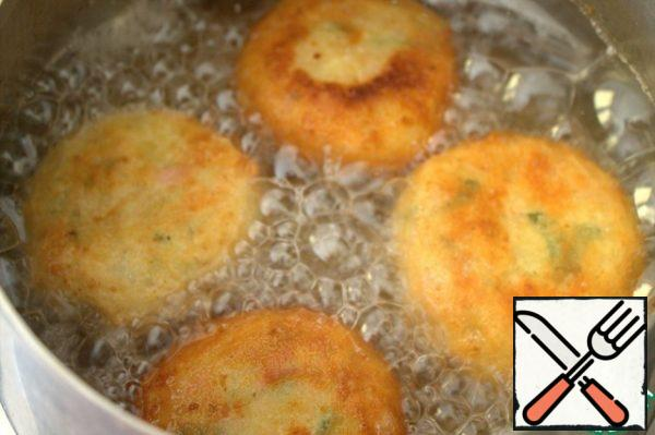 Fry from all sides evenly.